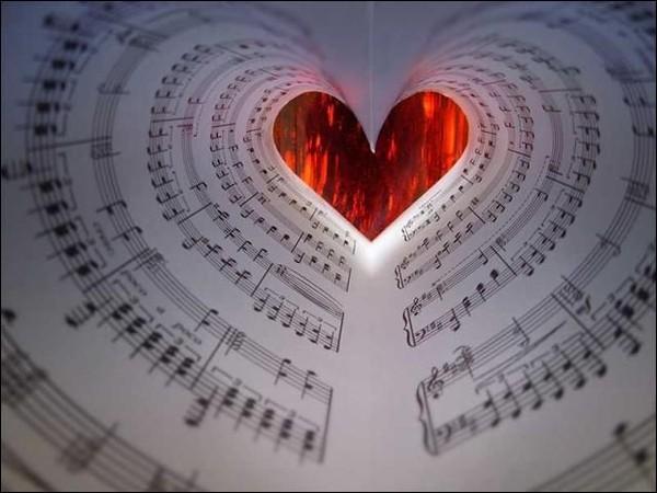 """Pour qui a été écrite la chanson interprétée par Piaf """"L'hymne à l'amour"""" ?"""