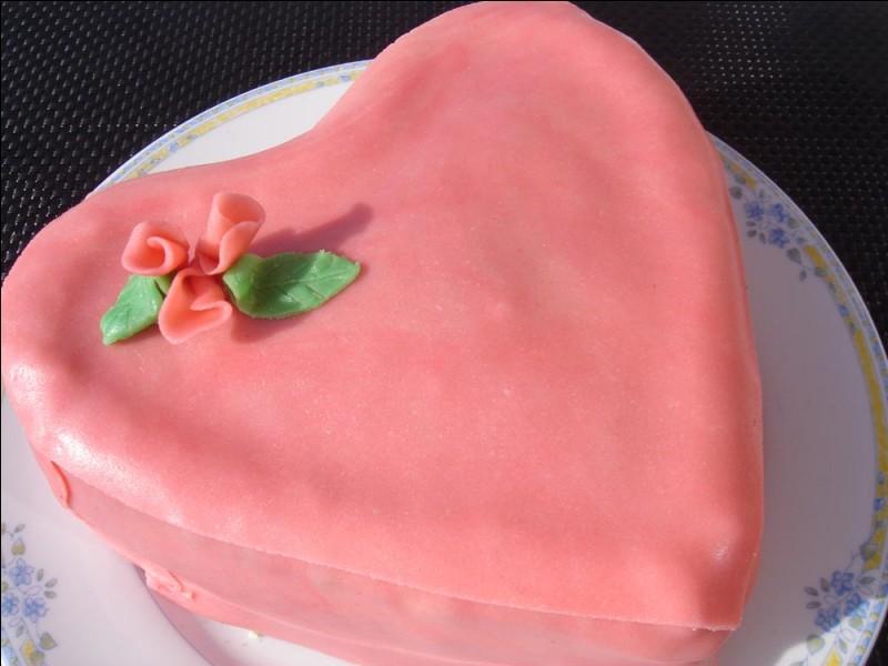 C'est encore avec amour que je vous ai préparé ce gâteau pour souhaiter à tous les amoureux, une joyeuse Saint-Valentin !