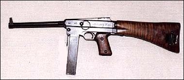 Quel est le nom de ce pistolet-mitrailleur français ?