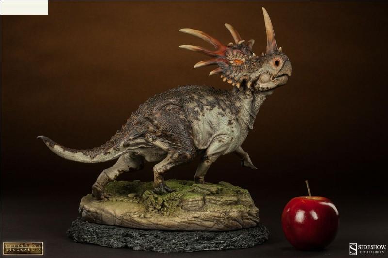 Quel dinosaure représente cette figurine ?