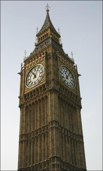 La hauteur de la cloche (Big Ben)  est de: