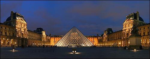 Quelle est la hauteur de la pyramide du Louvre ?
