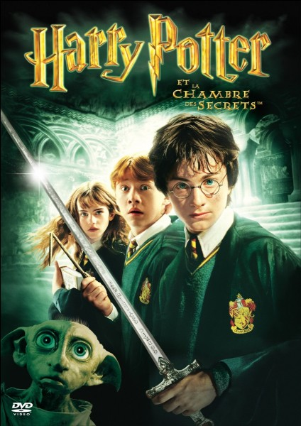 Qui était dans la chambre de Harry Potter chez les Dursley au début du film ?