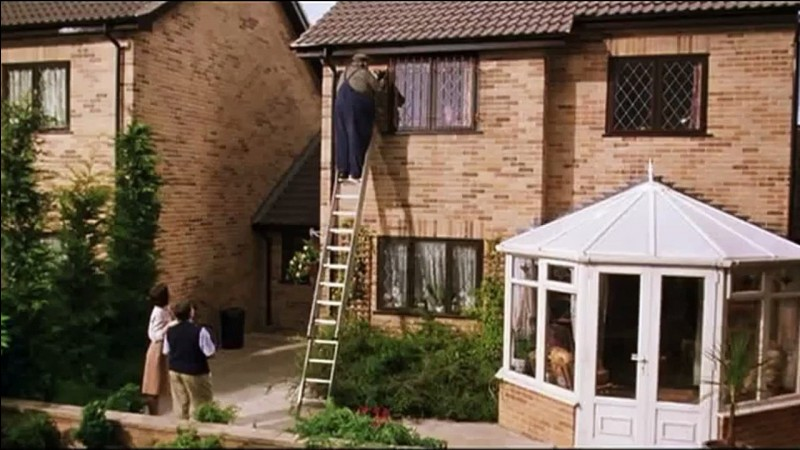 Comment Harry s'échappe-t-il de sa maison ?