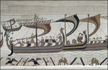 Au XIe siècle on savait travailler les fils de laine sur un support de lin ! Où verrez-vous la magnifique tapisserie de la reine Mathilde, l'épouse de Guillaume le Conquérant ?