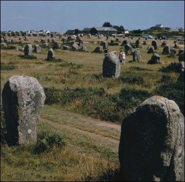 """Quel est ce site, le plus grand au monde, dont le nom signifie littéralement """"lieu où il y a des monticules de pierres"""" ?"""