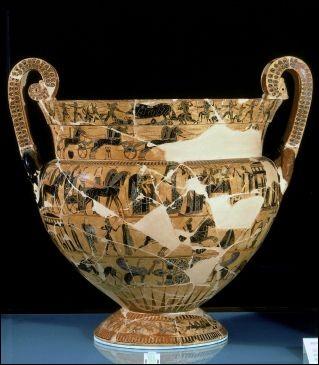 """Sphinges, griffons et combats d'animaux représentent le décor prestigieux de cette céramique de l'Antiquité grecque. Comment nomme-t-on ce """"vase"""" ?"""