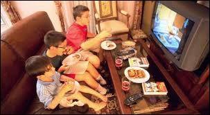 La télévision pendant les repas :