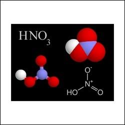 Quel composé chimique correspond à la formule HNO3?