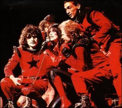 Dans l'opéra-rock « Starmania », Daniel Balavoine incarnait Johnny Rockfort. De quelle bande criminelle était-il le chef ?