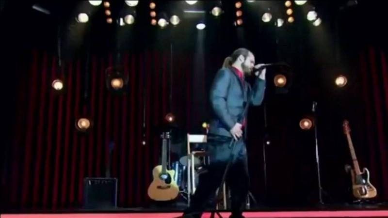 Quelle chanson Carlos chantera-t-il pour Amanda dans la partie 2 de la saison 1 ?
