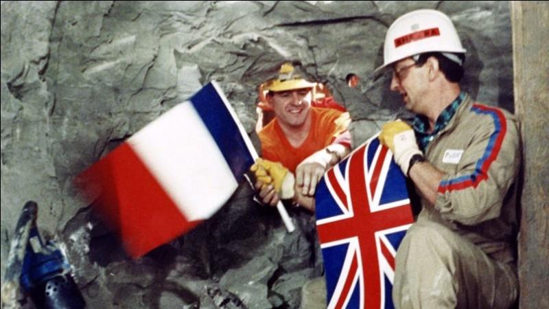 Qui était Président de la République lors de l'inauguration du Tunnel sous la Manche ?