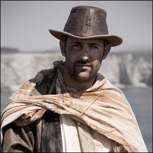 Qui joue le rôle du pirate que Vennec présente à Arthur pour tuer la reine (chose qu'il ne va pas faire) ?
