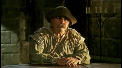 Dans l'épisode où Roparz tue l'âne de Guetenoc, en salle de doléances, comment Guetenoc qualifie-t-il le museau de son âne défunt ?