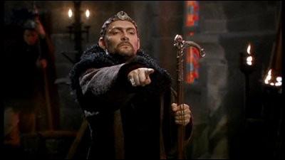Que conseille Elias à Merlin quand ce dernier veut faire des plaques de dissimulation ?