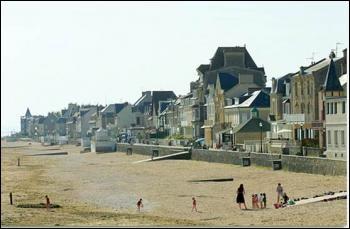 Lion-sur-mer se trouve sur :