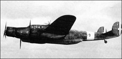 Conçus dans les années 30, les trimoteurs sont vite dépassés au cours de la seconde guerre mondiale. Quel est ce bombardier, l'un des derniers produits, à plus de 500 exemplaires ?