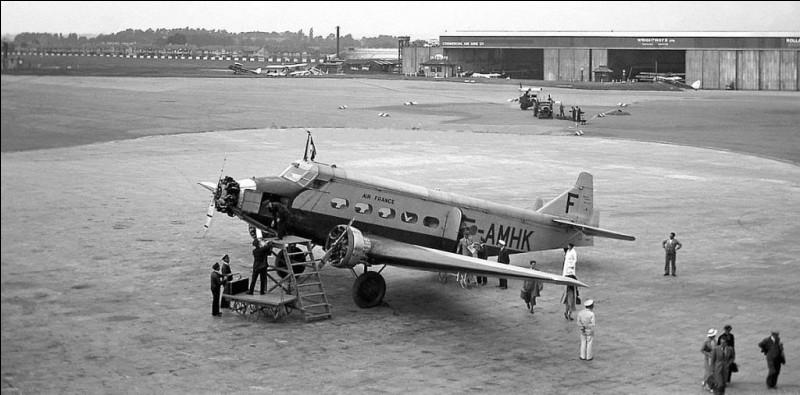 Ce trimoteur français, construit de 1930 à 1934, pouvait transporter 10 passagers. De quel avion s'agit-il ?