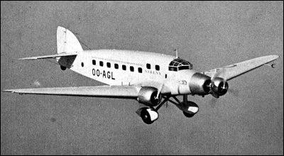 Ce trimoteur est entré en service en 1935 pour le transport de (18) passagers. C'est l'un des appareils les plus modernes du moment. Des versions militaires ont ensuite été produites. De quel avion s'agit-il ?