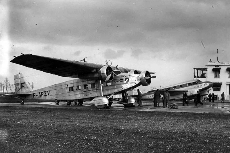 Cet appareil a été produit à partir de 1932 et utilisé comme avion de police coloniale et de transport. C'est un :