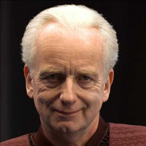 Quelle est l'identité que le sénateur Sheev Palpatine prend sous forme de Sith ?