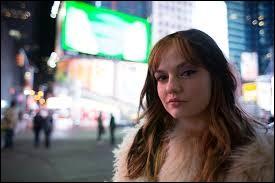 Quel est le défi de sa meilleure amie Sydney au début du film ?
