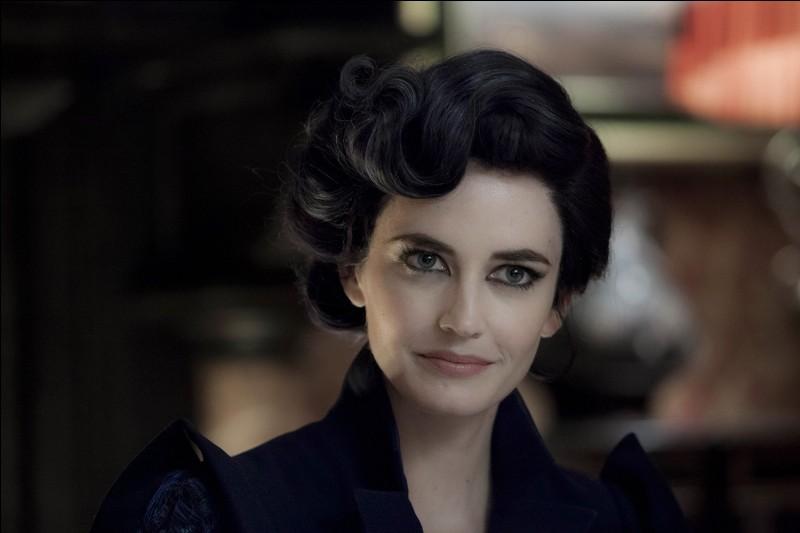 En quoi peut se transformer Miss Peregrine ?