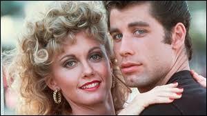 Dans quel célèbre film musical a-t-on pu voir ce duo connu en tant que Sandy et Danny ?
