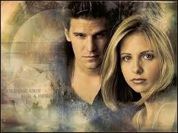 Quel bijou Angel offre-t-il à Buffy en gage d'amour ?