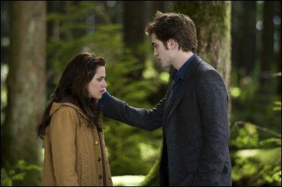 (Dans le livre) Où Edward embrasse Bella pour la première fois ?