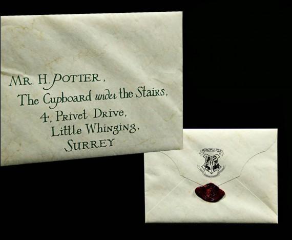 Combien de lettres d'admission à Poudlard Albus Dumbledore envoie-t-il à Harry le cinquième jour ?
