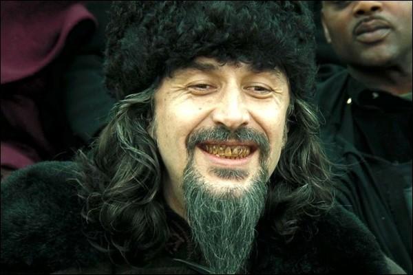 Quel est le nom du directeur de l'école de sorcellerie de Durmstrang ?