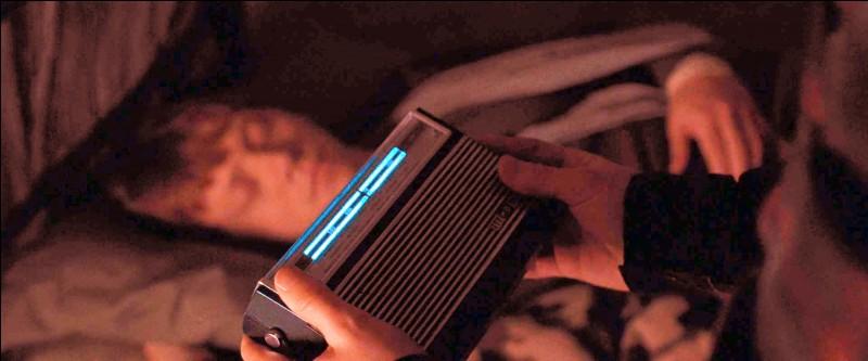 Quel est le mot de passe que Ron finit par trouver pour accéder à l'émission radio de résistance Potterveille, dans les Reliques de la Mort ?