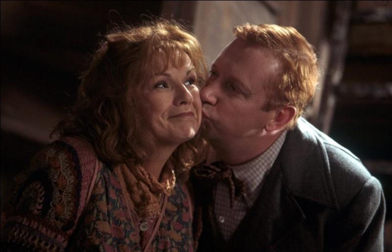 Comment s'appelle l'aîné des enfants de Molly et Arthur Weasley ?