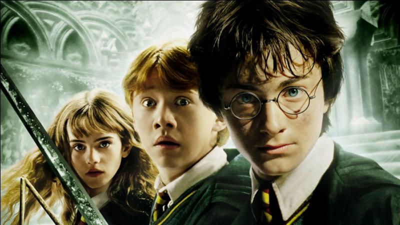 """Dans """"Harry Potter et la chambre des secrets"""", où est Hermione lorsqu' Harry est dans la chambre avec Jedusor ?"""