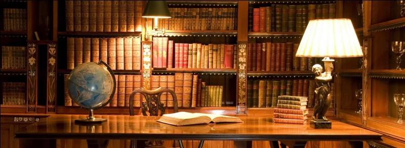 Quelle est la première énigme posée par les livres de la bibliothèque d'Hermione ?