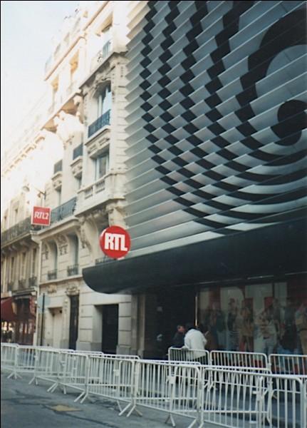 Où se trouvent les studios de RTL à Paris ?