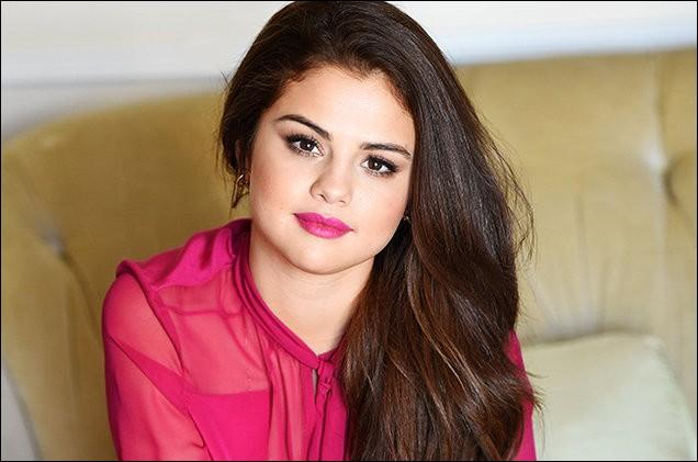 Justin Bieber et Selena Gomez ont officialisé leur relation en février 2011 ; mais pour quelle occasion ?