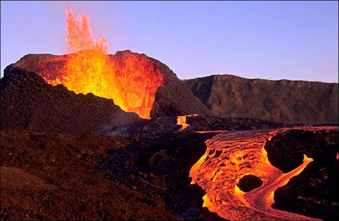 Le Piton de la Fournaise se situe sur l'île de la Réunion.