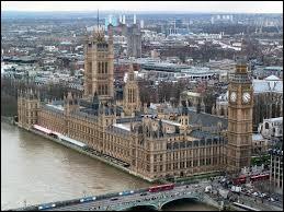 Quel est le nom du palais qui abrite Big Ben ?
