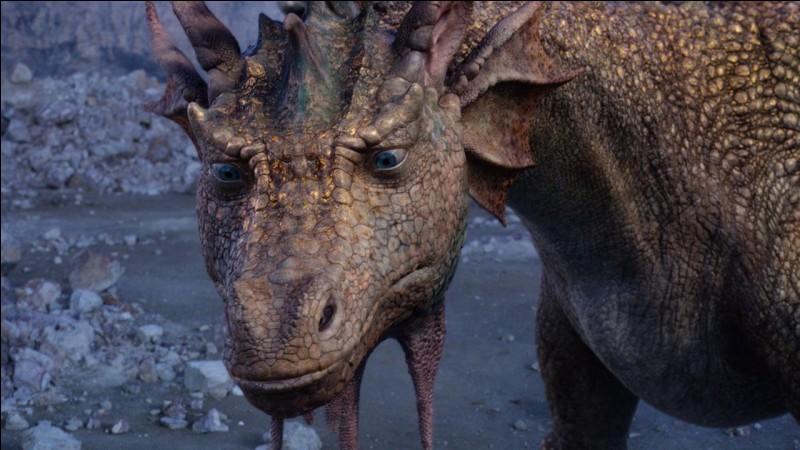 Dans le troisième volet des films, pourquoi Eustache se transforme-t-il en dragon ?