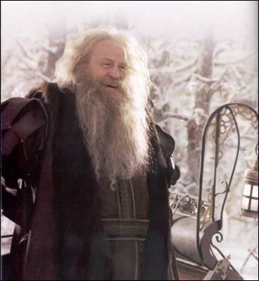 """Dans le premier film du """"Monde de Narnia"""", qu'offre le Père Noël à Mme Castor ?"""