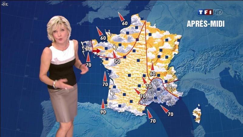Sur quelle chaîne Évelyne Dhéliat présente-t-elle la météo ?