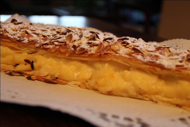 """Nous terminerons cette petite virée culinaire par un dessert d'origine navarraise, le """"pantxineta"""". Gâteau à base de pâte feuilletée, décoré avec des amandes. Il est fourré de crème pâtissière :"""