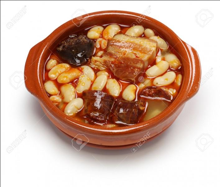 """Nous nous rendons à présent dans la région des Asturies. Nous y dégustons une """"fabada"""", sorte de cassoulet à base de haricots qui peuvent être remplacés par :"""