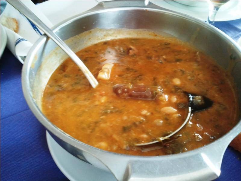 """Allons faire un tour en Cantabrie cette fois, avec une spécialité nommée le """"cocido montañés"""", également sorte de cassoulet régional, à base de haricots, de chou, de lard et de chorizo. Quelle viande y ajoute-t-on ?"""