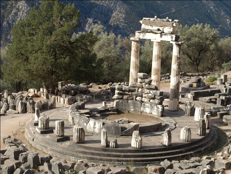 Où se trouve l'oracle de Delphes dans le livre ?