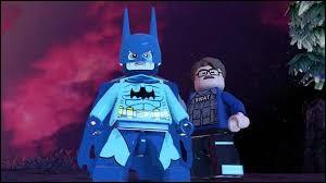 Qui est sous ce costume de Batman ?