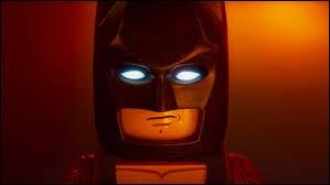 Quelle célébrité joue dans le film que Batman adore regarder ?