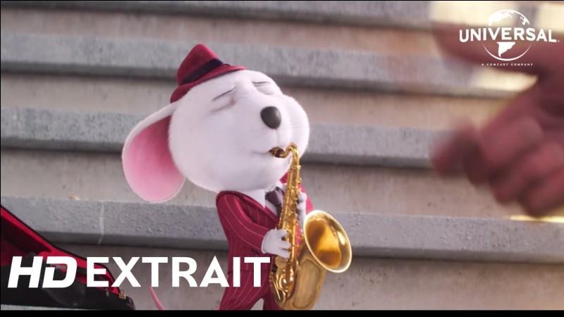 Citez l'un des défauts de la petite souris, Mike, talentueux jazzman et crooner.